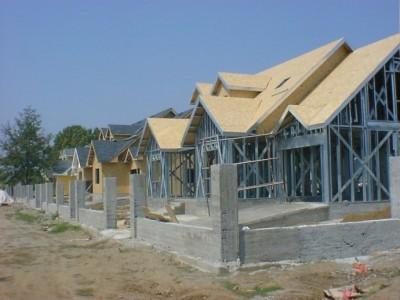 轻钢别墅、移民安置、市政公用房屋,建设速度快,环保舒适。